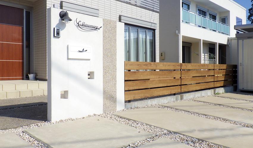 施工事例 新築外構 玄関 表札 門柱 ウッドフェンス